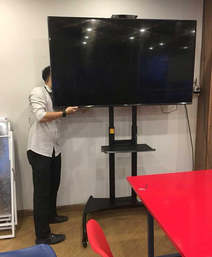 Giá treo tivi AVA 1800 nhập khẩu - chiếc giá treo di động đa năng